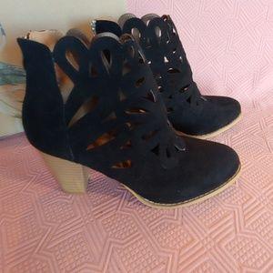 Mi.iM black heeled bootie size 8